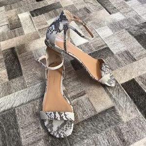 Like new BR sandals